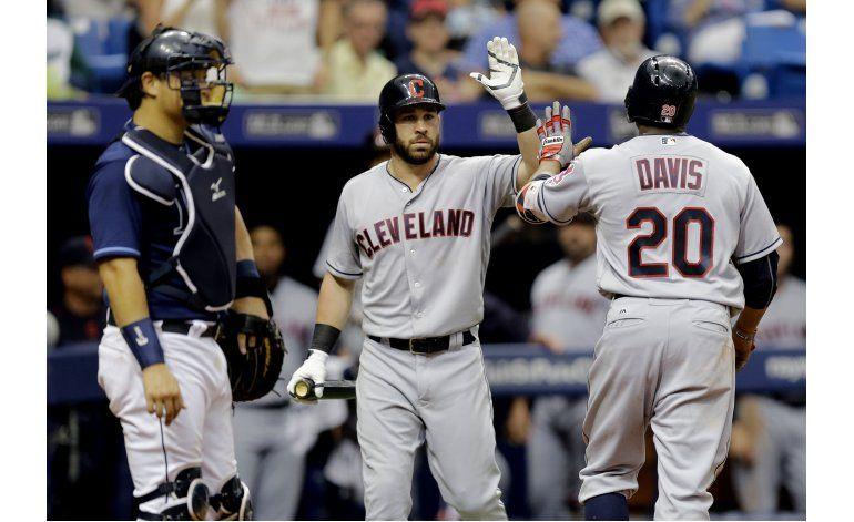 Salazar lanza pelota de 3 en blanqueada de Indios sobre Rays