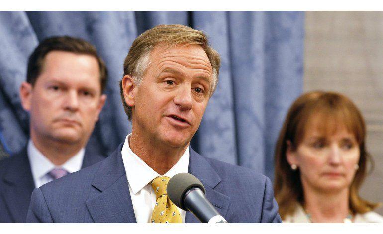 Tennessee: Gobernador veta hacer la Biblia el libro oficial