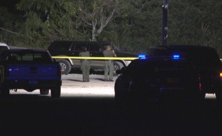 Autoridades interrogan un hombre americano que presuntamente atropelló a un hispano matándolo
