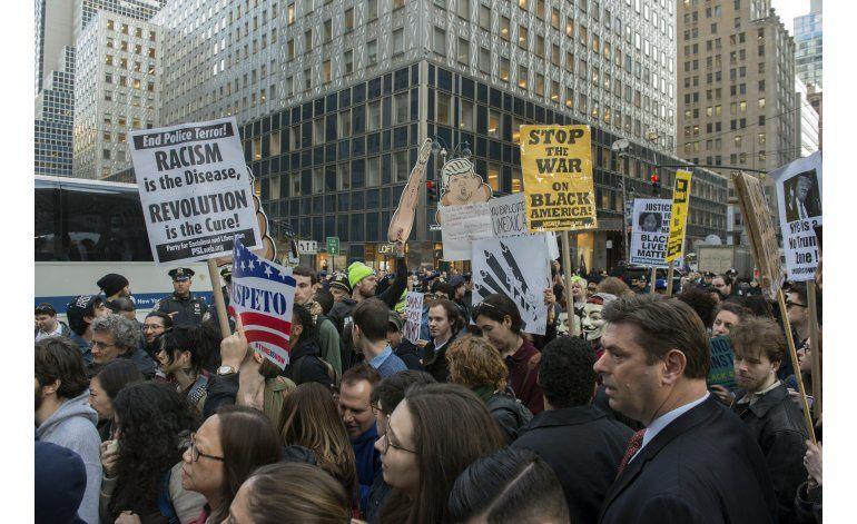 Hispanos se unen a protesta contra Trump en Nueva York
