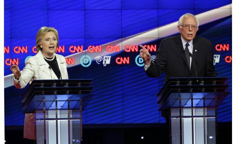 Clinton y Sanders profundizan su rivalidad en el debate