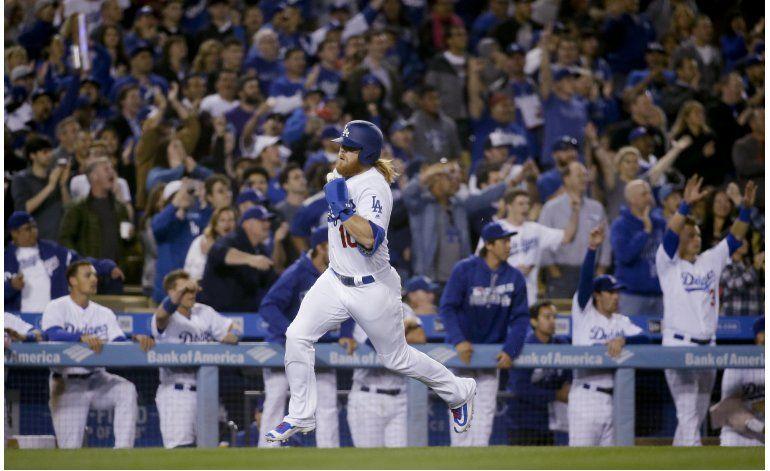 Dodgers ganan a Arizona con 5 carreras en el séptimo inning