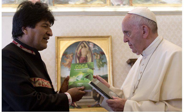 Evo Morales sorprende con regalo al papa Francisco