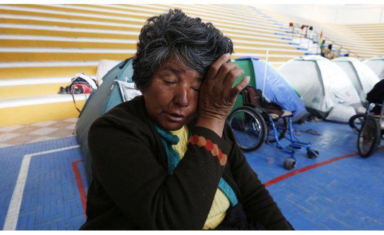 Marchan en sillas de ruedas en protesta contra Evo Morales