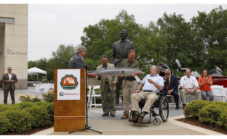 Bush promociona pesca deportiva entre niños hispanos