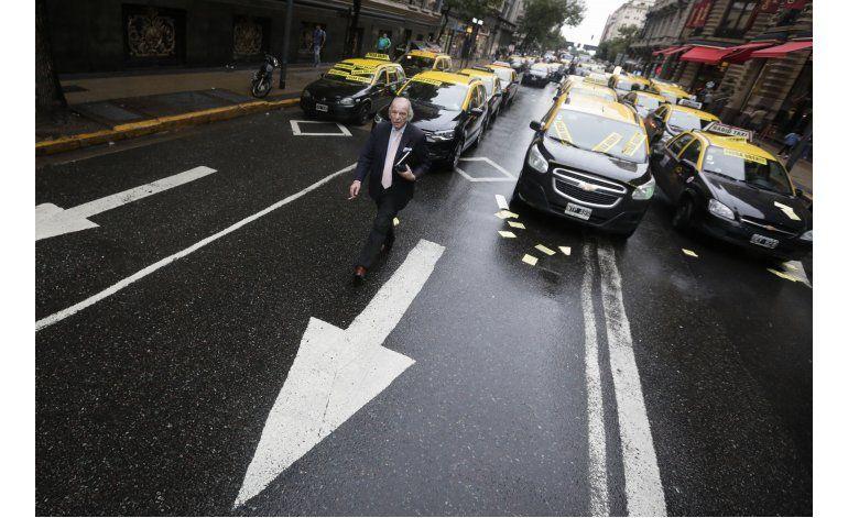 Argentina: Uber ofrece viajes gratis tras protesta de taxis