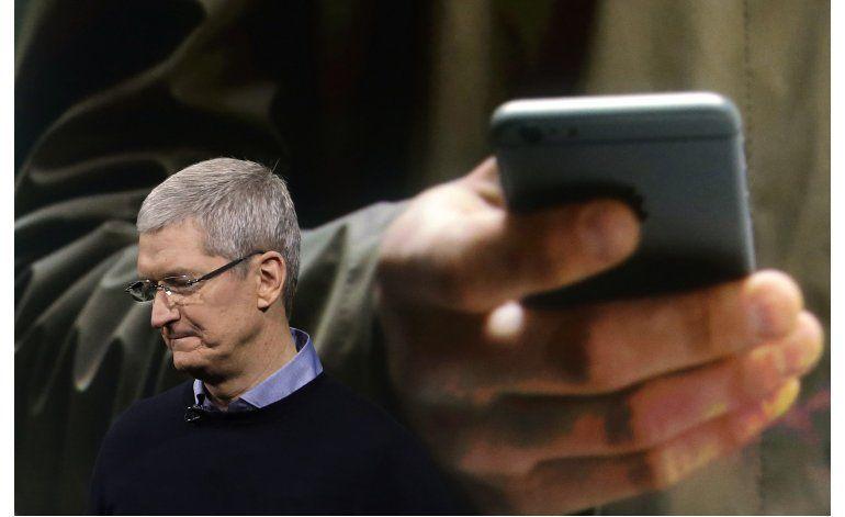 Apple continúa querella con gobierno por iPhone en NY