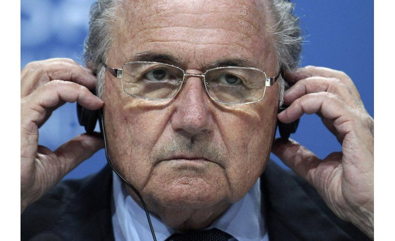 En universidad, Blatter considera inaceptables acusaciones