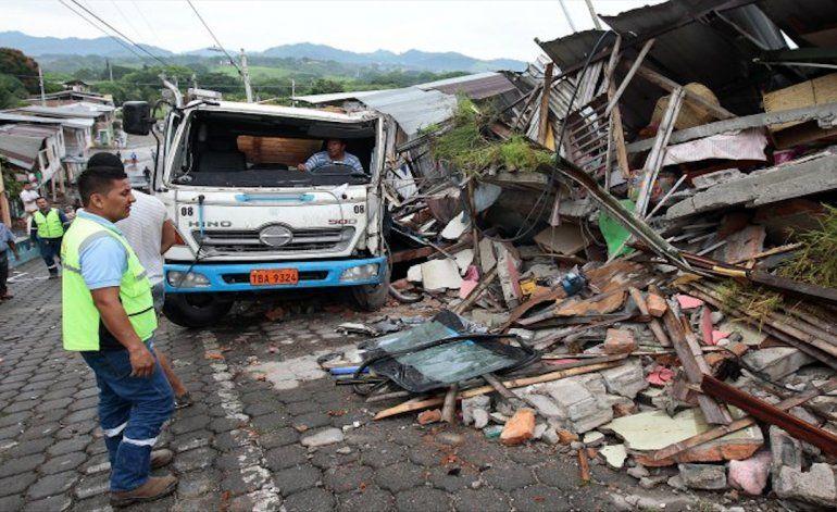 Asciende a 233 la cifra de fallecidos por terremoto en Ecuador