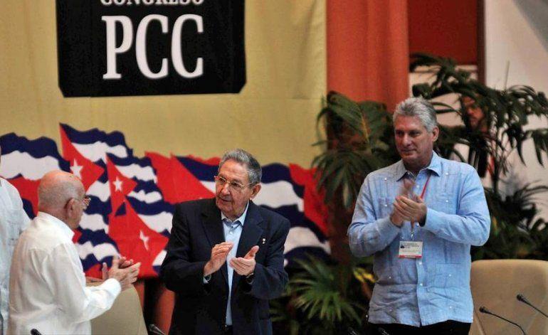 Castro dilata relevo en la cúpula dirigente pero asegura espacio a figuras más jóvenes