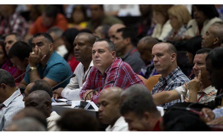 Castro: Cuba seguirá con reformas pausadas y partido único