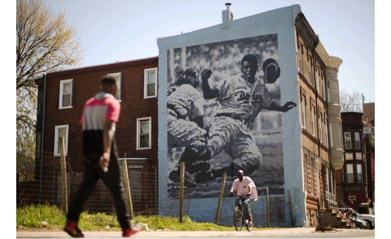 Filadelfia se disculpa por racismo contra Jackie Robinson