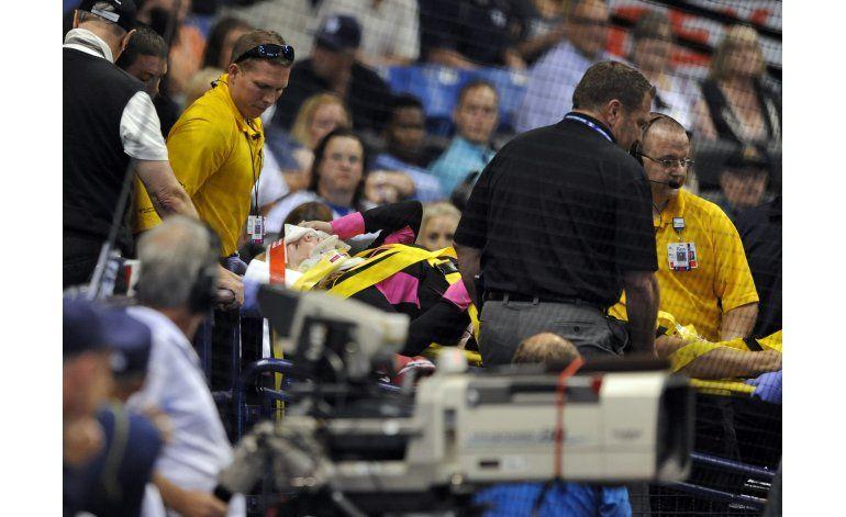 Mujer golpeada por pelotazo en juego de Rays está estable