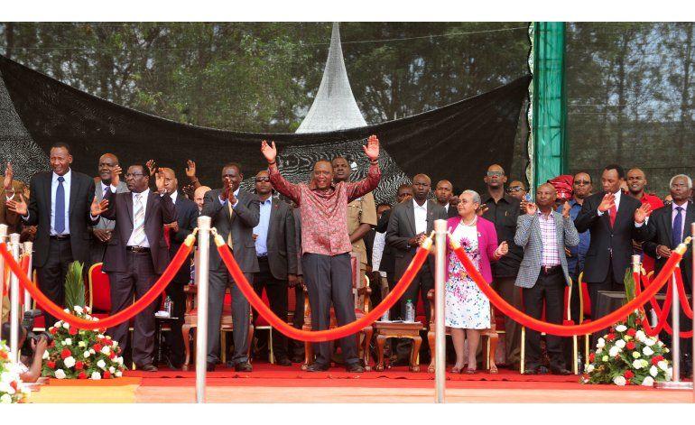 Presidente de Kenia celebran retiro de cargos en Corte Penal