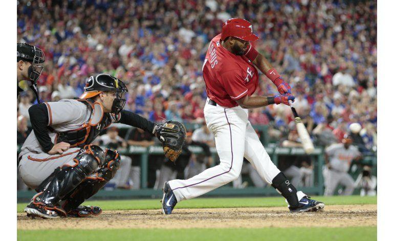 Texas anota seis carreras en el 7mo inning y vence a Orioles