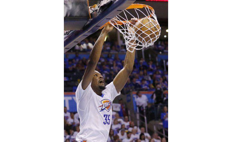 Westbrook y Durant ponen en ventaja al Thunder