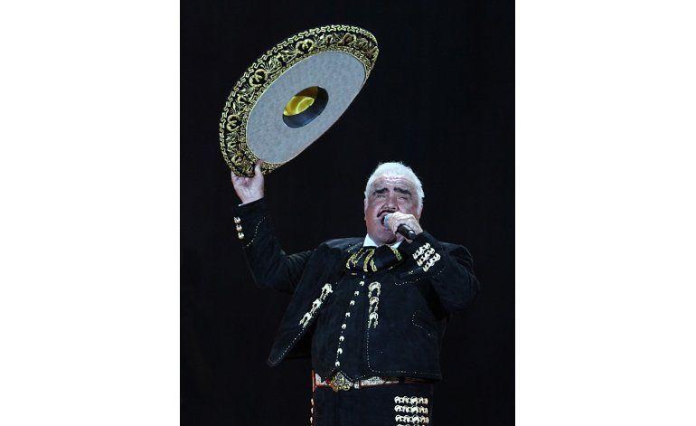 Vicente Fernández se apodera del Estadio Azteca