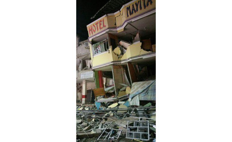 Terremoto en Ecuador deja al menos 262 personas muertas