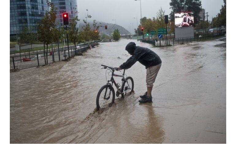 Fuertes lluvias e inundaciones causan estragos en Chile