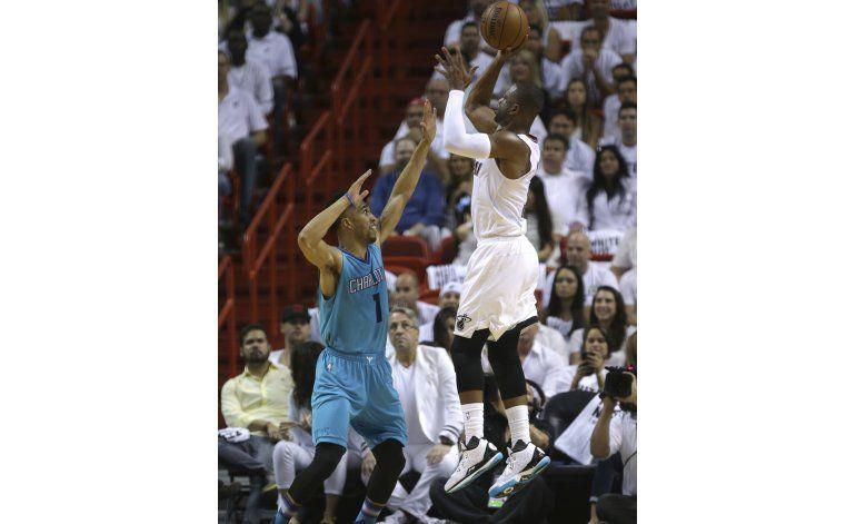 El Heat arrasa a Charlotte en el primer partido