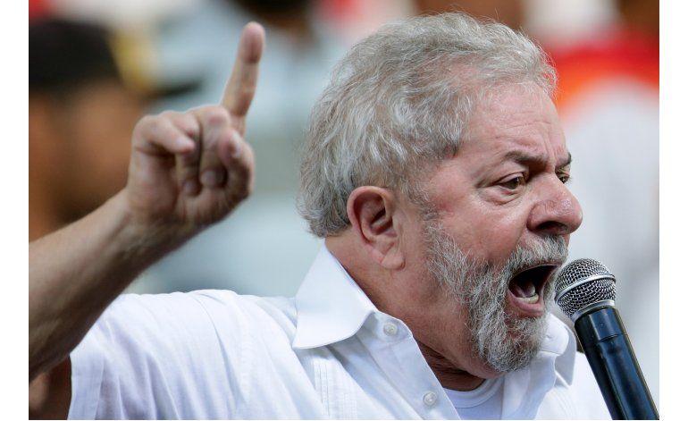 Legisladores votan a favor de juicio contra Rousseff