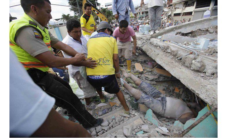 FOTOGALERIA: 240 muertos en peor sismo de Ecuador en décadas