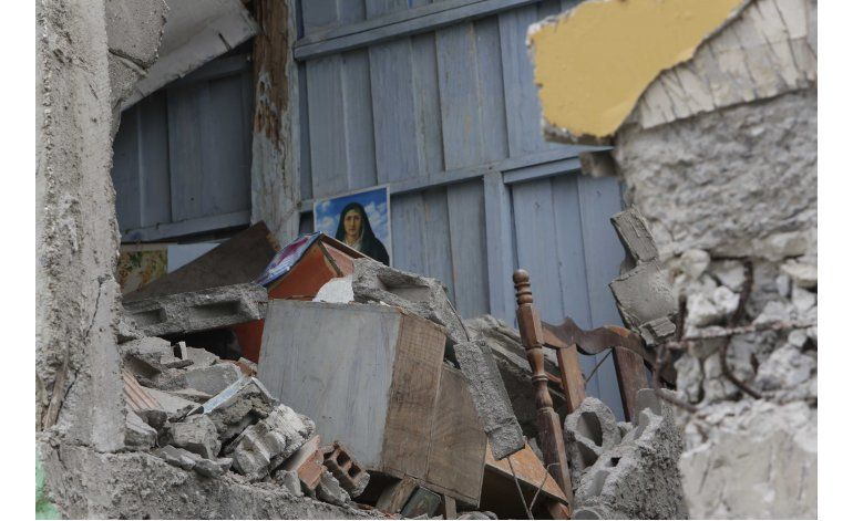 Ecuador busca entre escombros a posibles supervivientes