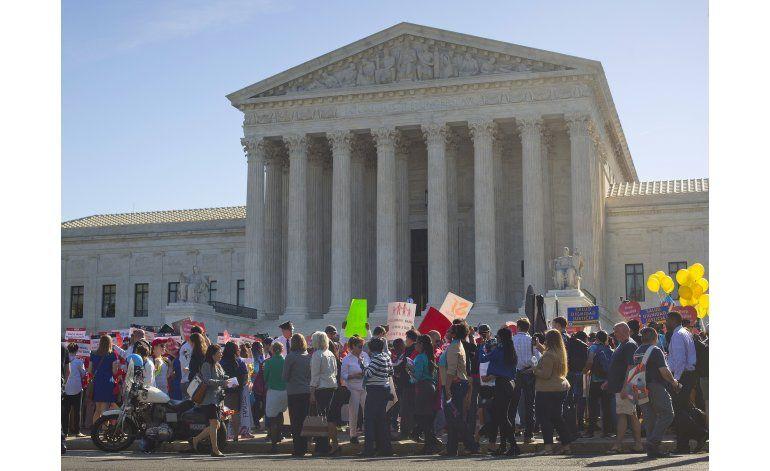 Multitud a favor de alivio migratorio frente a Corte Suprema