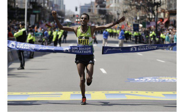 Etíopes Hayle y Baysa conquistan el Maratón de Boston