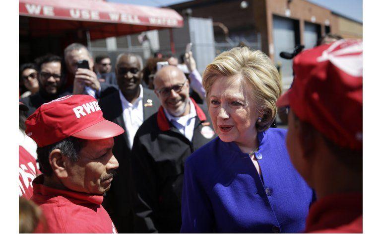 LO ULTIMO: Clinton visita trabajadores recién sindicalizados