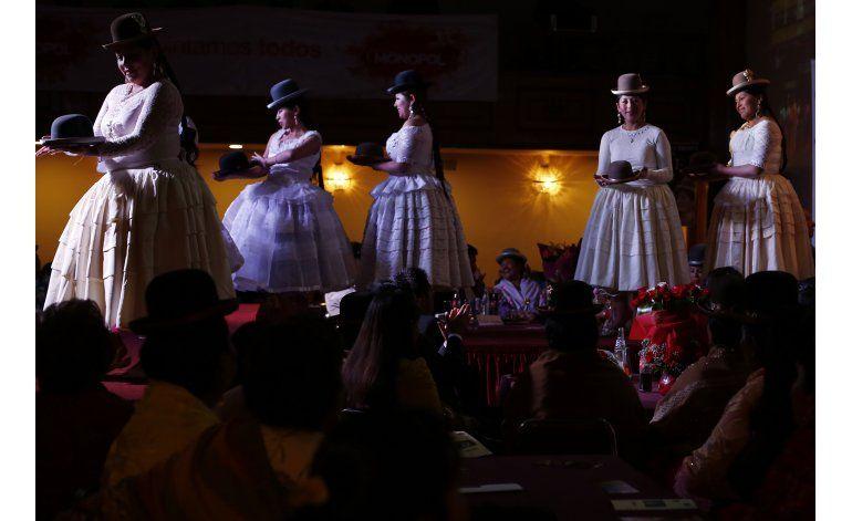 Moda de cholitas bolivianas a la Semana de la Moda de NY