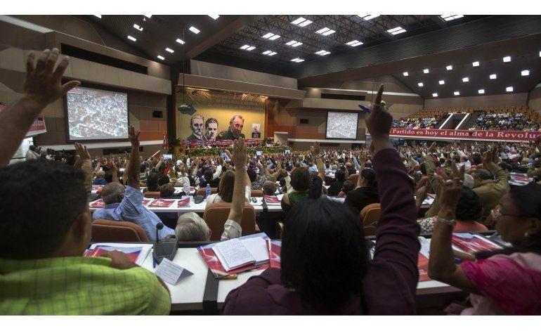 Comunistas cubanos aceptan consulta sobre modelo de país