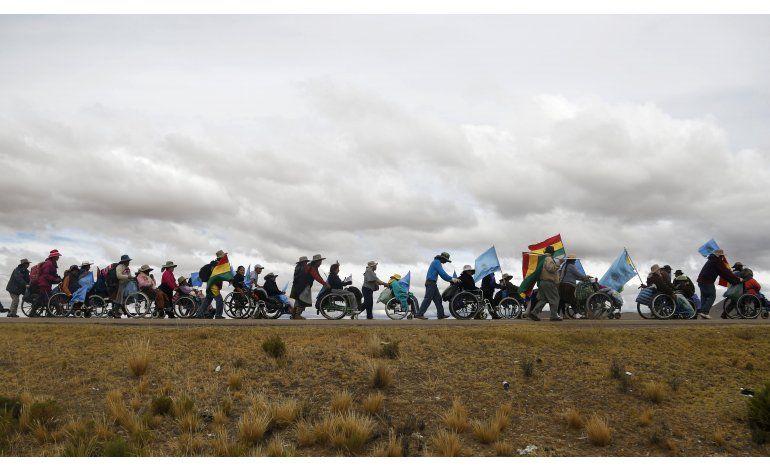 Bolivia: Discapacitados reanudan marcha hacia La Paz