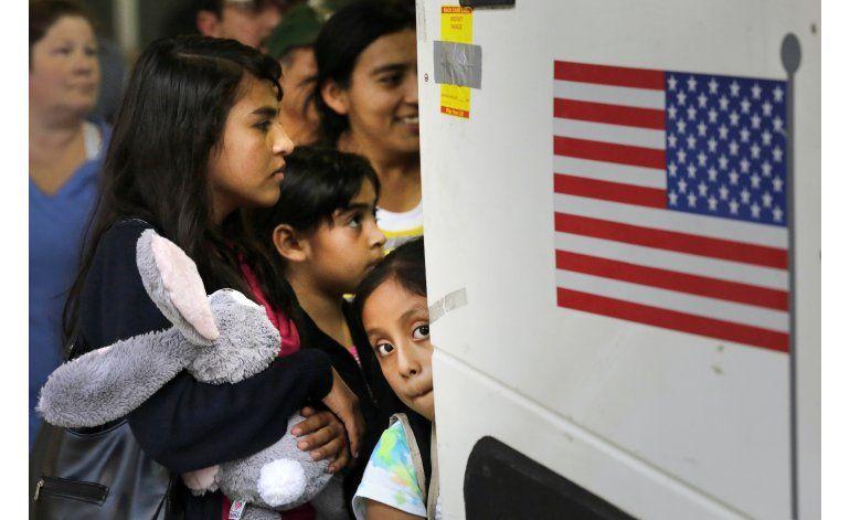 EEUU deja niños migrantes con adultos sin permiso residencia