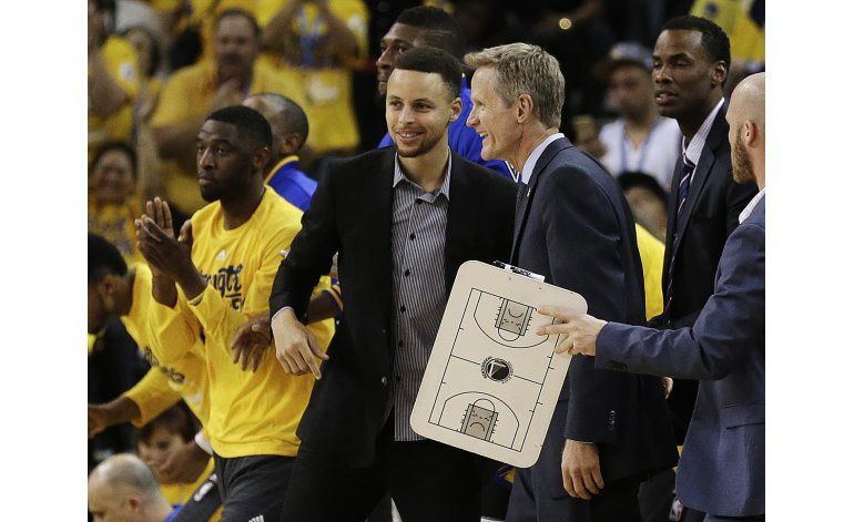 Warriors ganan a Rockets sin Curry en Juego 2