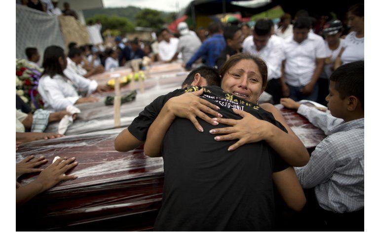 Rescatistas buscan sobrevivientes del sismo Ecuador