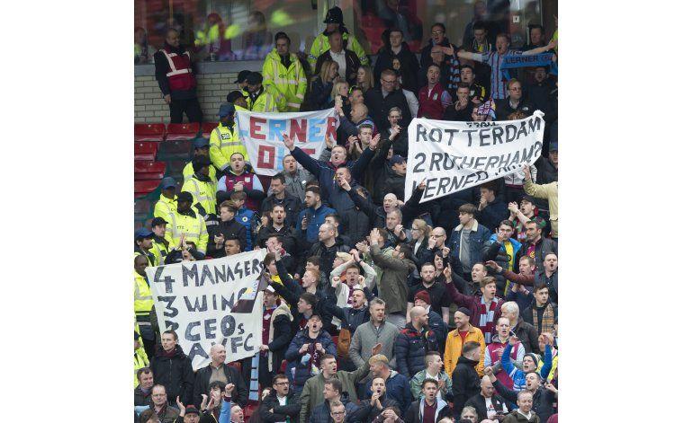 Aston Villa suspendió a Gabriel Agbonlahor