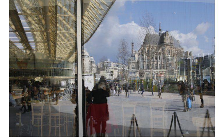 Renuevan histórico centro comercial Les Halles en París