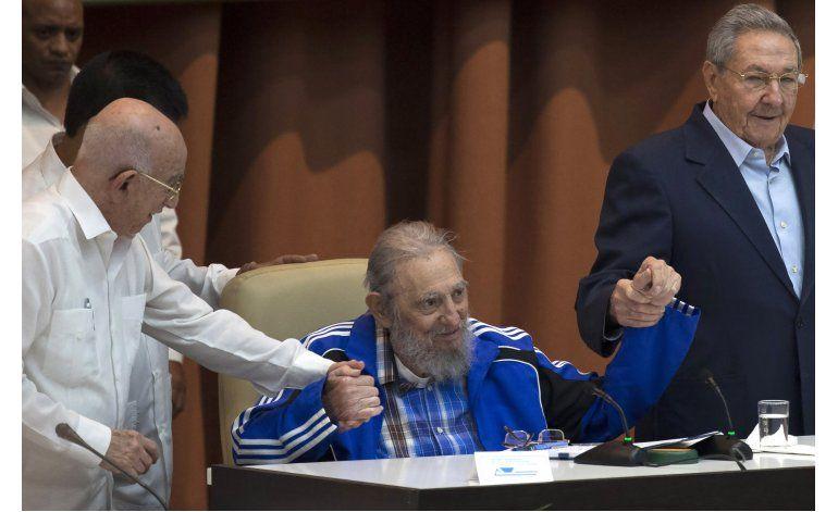 Fidel Castro exhorta a comunistas a seguir su legado