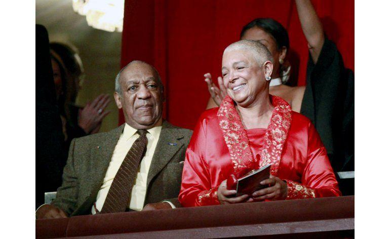 Esposa de Cosby termina de dar su testimonio