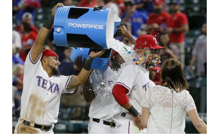 Rangers ganan 1ro de la serie a los Astros