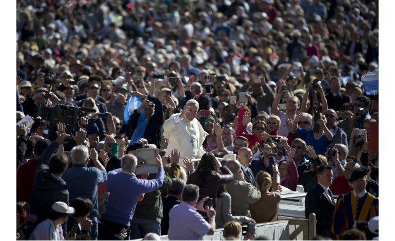 El papa Francisco recuerda el sufrimiento en Ucrania