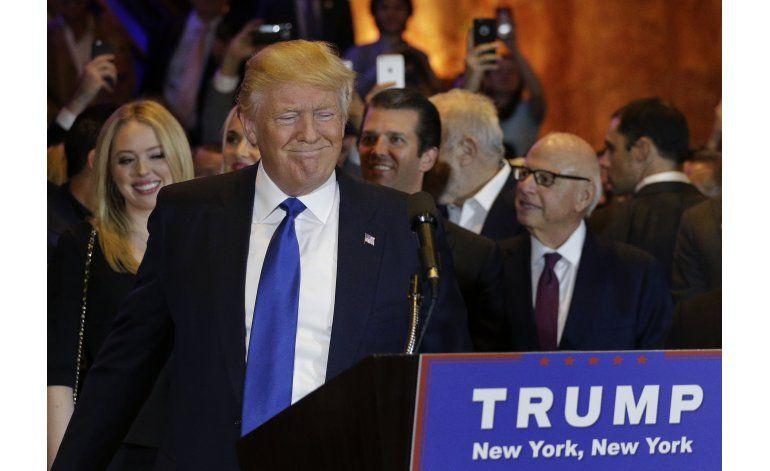 NY acerca a Clinton a nominación; refuerza campaña de Trump