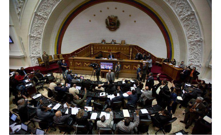 Congreso aprueba ley para impulsar referendo contra Maduro