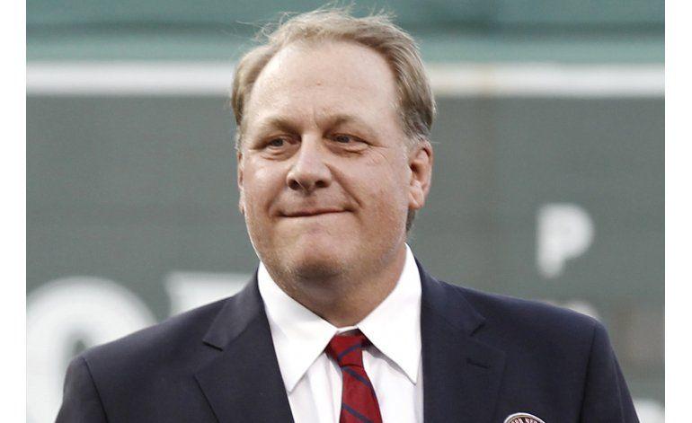 ESPN despide a comentarista y ex lanzador Schilling