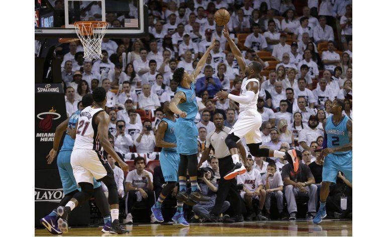 Con 28 puntos de Wade, Heat toma ventaja de 2-0