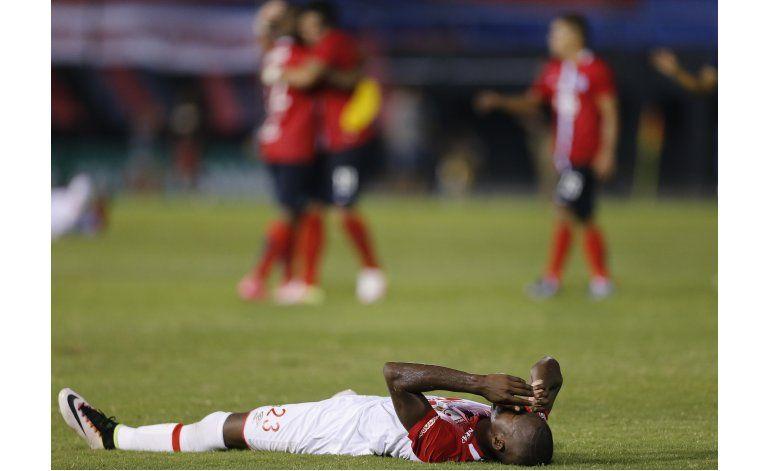 Cerro vence 1-0 a Santa Fe y clasifica en el Grupo 8