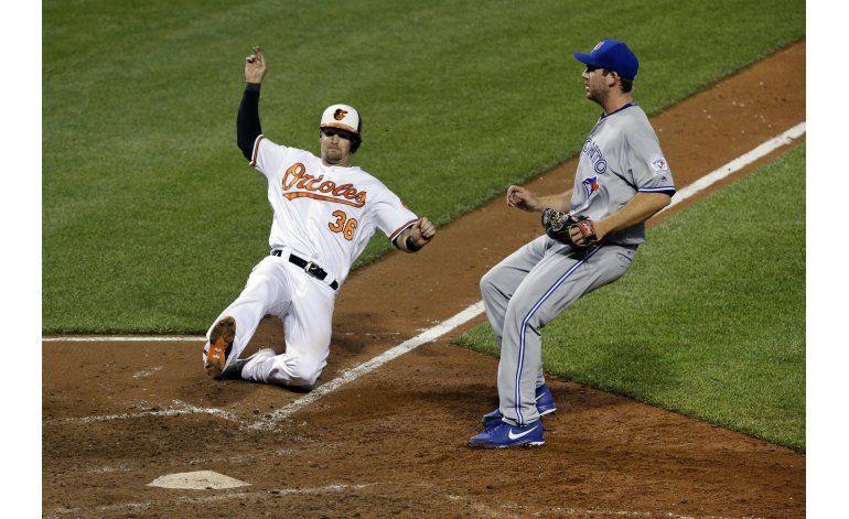 Orioles ganan a Azulejos con passed ball en la 10ma