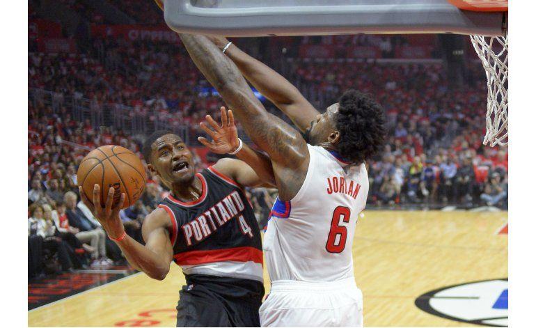 Clippers se imponen a Trail Blazers, van 2-0 en la serie