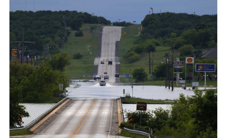 Fuertes lluvias causan inundaciones en Texas